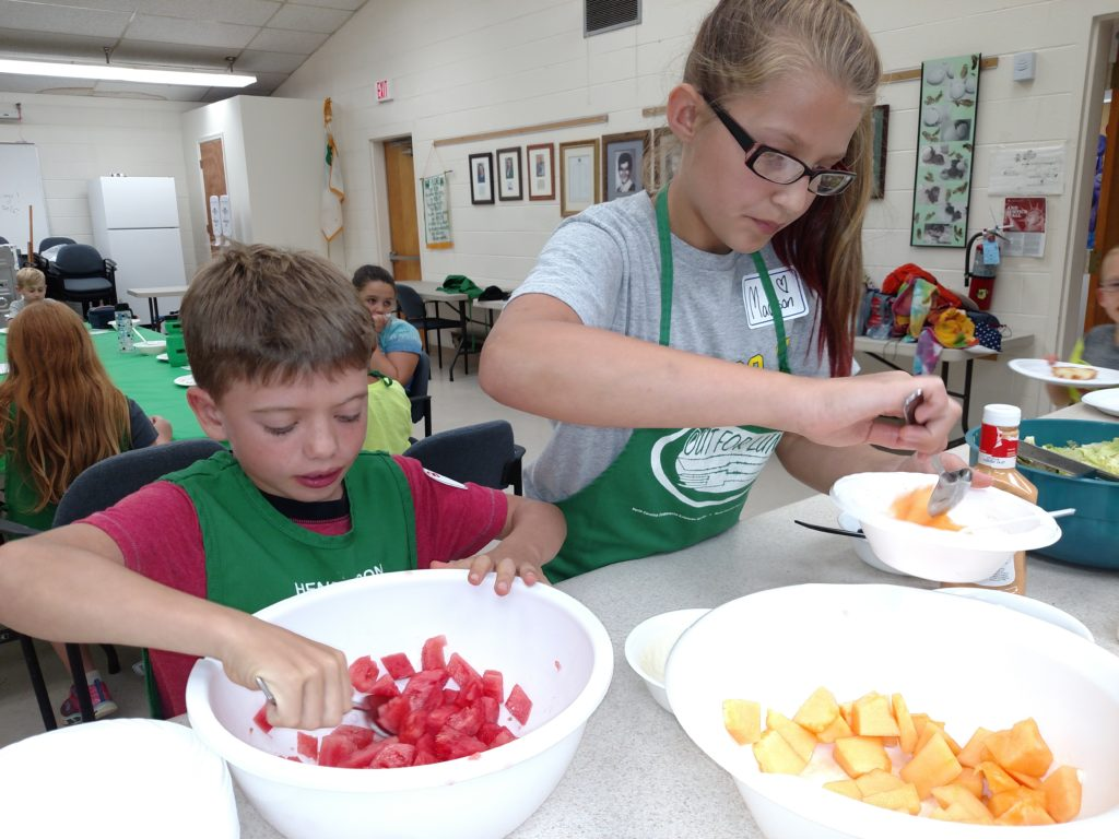 Image of kids preparing fruit