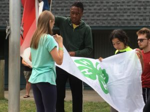 Image of kids with 4-H flag